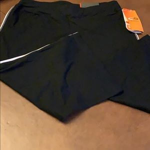 NWT Semi fitted workout capri small